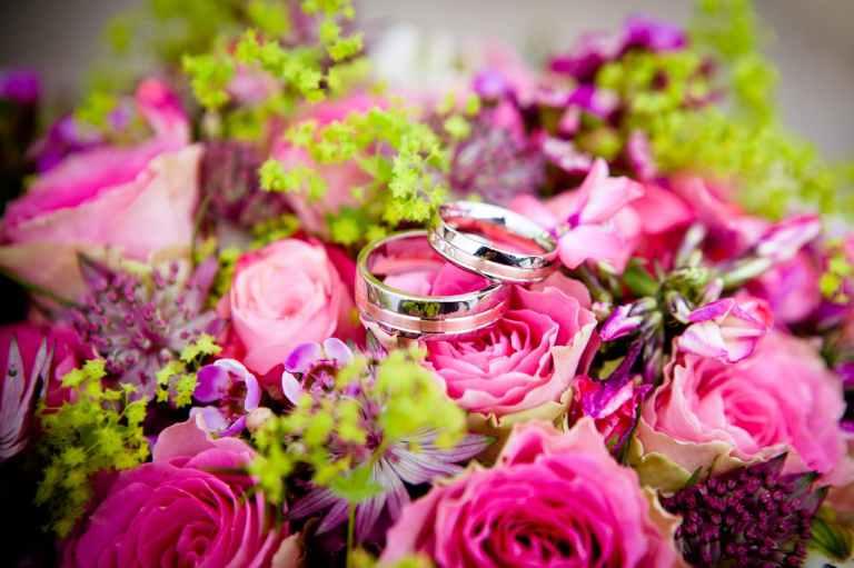 romantic flowers bouquet ceremony