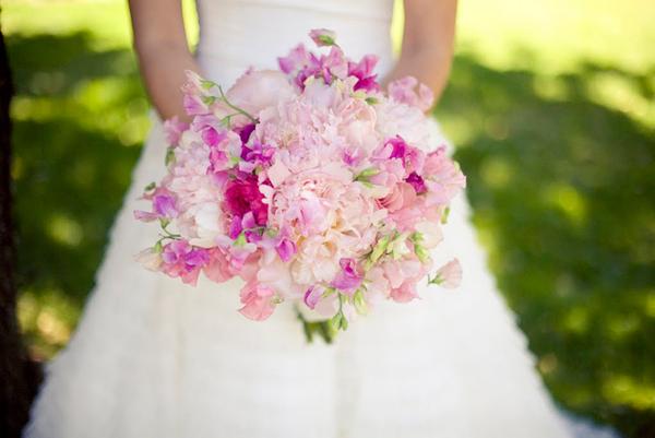 sweet-pea-peony-bouquet-spring-wedding-flowers